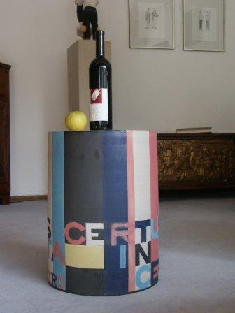 amicus certus mit Weinflasche