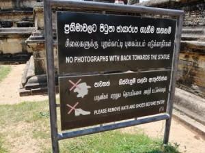 Keine Fotos mit Rücken zu Buddha