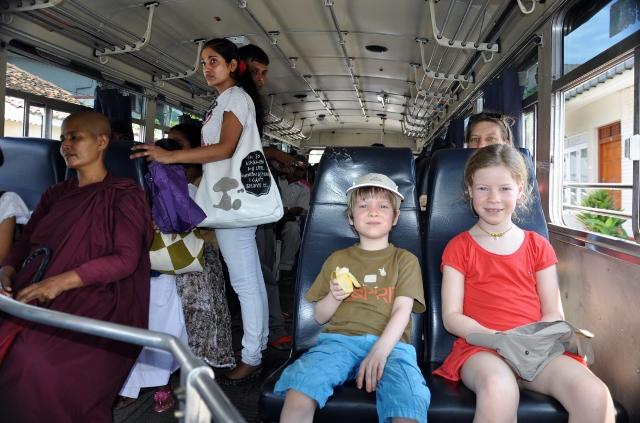 Nonne, Anou, Elia im Bus