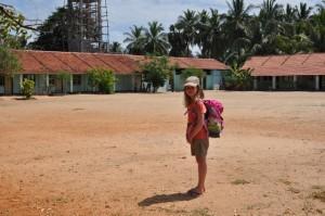 Anouk auf dem Schulhof