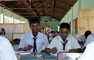 Unterricht in der Aula (36 Schüler in Klasse 7)