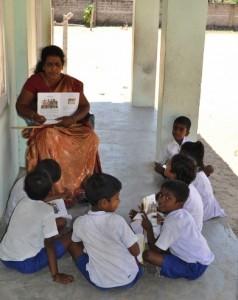 """Hinduismus-Unterricht auf dem """"Flur"""""""